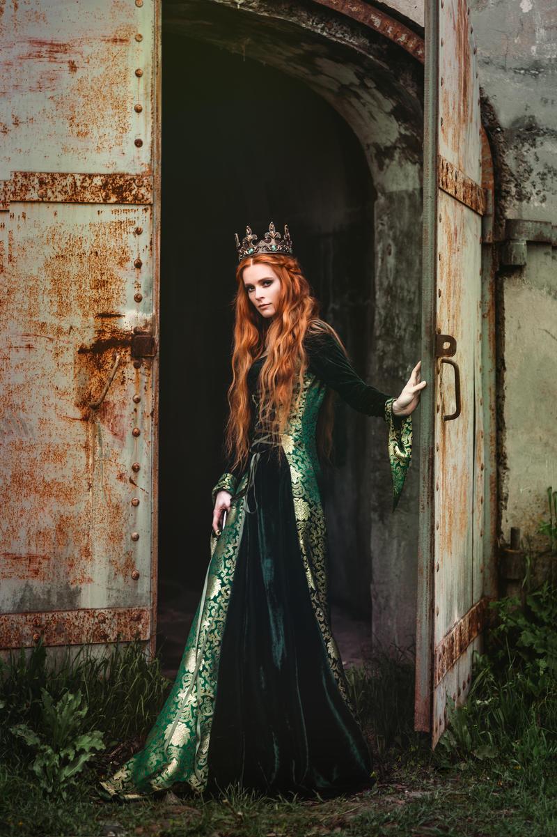 ginger_queen_by_black_bl00d_dbkd8mh-fullview.jpg